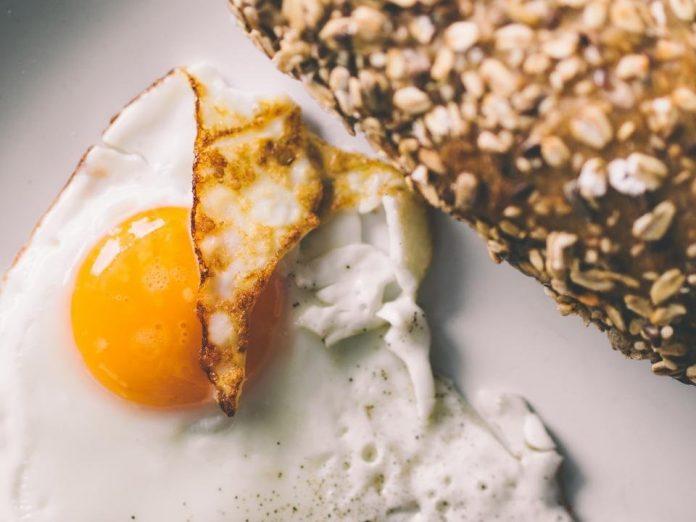easy breakfast eggs bread